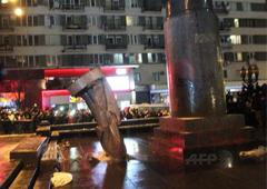Як у Києві пам'ятник Леніну валили. Відео