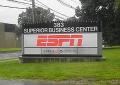"""Футболіст """"Манчестера"""" зухвало зіштовхнув журналістку ESPN в басейн"""